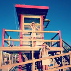Life guard moment  #lifeguard #twins #sisters #style #happyness #beach #summer #love