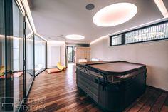 Zapustené svetelné stropy kruhového tvaru v priestore wellness. Bratislava, Bathtub, Led, Standing Bath, Bathtubs, Bath Tube, Bath Tub, Tub, Bath