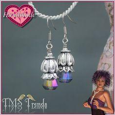 Ohrh�nger aus unserem Atelier. Verwendet habe ich facettierte Perlen aus Kristallglas in einer Art Tropfenform. Kombiniert mit antik silberfarbigen Metallelementen....