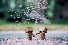 ImageFind images and videos about flowers, robot and danbo on We Heart It - the app to get lost in what you love. Danbo, Box Robot, Amazon Box, Cute Box, Cute Little Things, Little Boxes, Favim, You're Awesome, Brighten Your Day