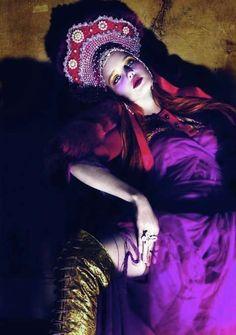 Natalia Vodianova for Vogue Paris april Photography by Mert Alas and Marcus Piggott. Styled by Carine Roitfeld. Natalia Vodianova, Foto Fashion, Fashion Art, Fashion Models, High Fashion, Quirky Fashion, Purple Fashion, Ethnic Fashion, Fashion Tips