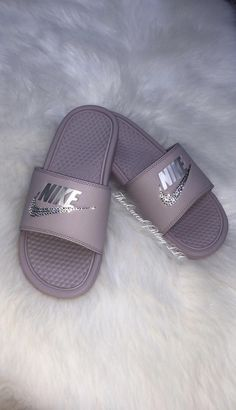 Nike Benassi for sale Zapatos Bling Bling, Bling Shoes, Nike Slides, Dr Shoes, Cute Shoes, Nike Fashion, Sneakers Fashion, Sliders Nike, Nike Slide Sandals