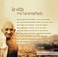 La vida me ha enseñado Citation Gandhi, Gandhi Quotes, Me Quotes, Motivational Phrases, Inspirational Quotes, Mahatma Gandhi, Positive Mind, Osho, Spanish Quotes