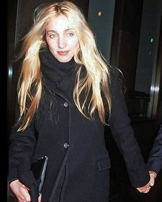 """Carolyn Bessette Kennedy on Instagram: """"B L A C K & G O L D ————————————————————————"""" John Kennedy Jr, Carolyn Bessette Kennedy, Jfk Jr, Cool Style, My Style, Classic Style, Woman Crush, Couture Fashion, Timeless Fashion"""