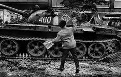 On August a Czech photographer took to the streets to document the chaos unfolding on his doorstop: some soldiers from five Warsaw Pact countries sent to destroy the Prague Spring. Prague Spring, Classic Photographers, Dark Landscape, Warsaw Pact, Photographer Portfolio, Modern History, Magnum Photos, Black And White Photography, Military Vehicles