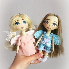 Куколки-брелочки. Рост 17см. Грунтованный текстиль. Ручки двигаются, ножки нет. Одежда не снимается. Волосы искусственные трессы.  Оба брелочка по 1500+почта. #куклаизткани #текстильнаякукла #ангелы #ангелочек #куклабрелок #брелок #брелокиручнойработы