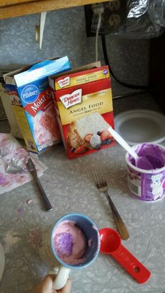123 cake,  easy preschool age activity... Mix 1 box of angel food cake with one box of cake mix. Scoop 3 tablespoons of cake mix, 2 tablespoons of water, into a mug. Add 1 teaspoon of frosting in the center of the mixed up concoctions and microwave for 1 minute. Pop cake out of mug and icing will run over it.