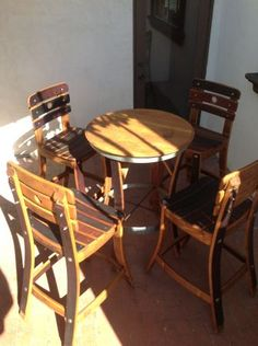 Nice, this set of Wine barrel table and chairs would be perfect by the pizza oven/wine racks. Wine Furniture, Furniture Making, Wine Barrel Chairs, Wine Barrels, Bourbon Barrel Furniture, Barris, Barrel Projects, Wine Decor, Woodworking Furniture