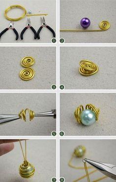 Una perlina, filo d'alluminio dorati e una catenella – sono queste le cose … A bead, golden aluminum wire and a chain – these are the things you will need to create a day necklace! Wire Jewelry Designs, Handmade Wire Jewelry, Jewelry Crafts, Wire Jewelry Making, Wire Wrapped Jewelry, Jewellery Making, Diy Schmuck, Schmuck Design, Crystal Jewelry