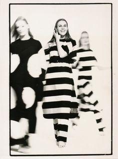 Designs of Vuokko Eskolin-Nurmesniemi for Marimekko and for her own label, Vuokko, between 1950 and Marimekko, Black And White Design, Poses, Minimal Fashion, Editorial Fashion, Pattern Design, Fashion Beauty, How To Look Better, Fashion Photography