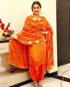 Patiala Suit Designs, Kurti Designs Party Wear, Kurta Designs, Punjabi Fashion, Indian Fashion Dresses, Indian Outfits, Punjabi Suits Party Wear, Punjabi Salwar Suits
