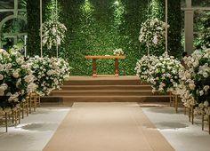 Cerimônia - Decoração em verde e branco para um casamento clássico ( Decoração: Flavia Fonseca de Moraes )