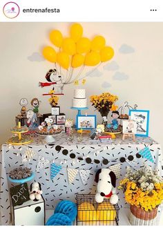 Linda festa com o tema Snoopy! Baby Snoopy, Snoopy Party, Peanuts Gang Birthday Party, 1st Boy Birthday, 1st Birthday Parties, Snoopy Birthday Decorations, Images Snoopy, Peanut Baby Shower, Design Ideas