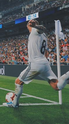 Real Madrid Team, Real Madrid Football Club, Barcelona Futbol Club, Fc Barcelona, Ronaldo Football, Football Players, Soccer Guys, Nike Soccer, Soccer Cleats