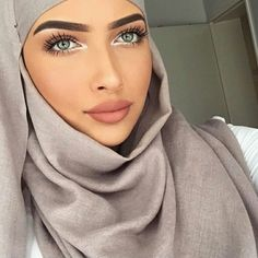 Read Voilés �: from the story 🎀~Photo Chronique~🎀 by AmellQueen (👑Queen👑) with reads. Beautiful Muslim Women, Beautiful Hijab, Beautiful Eyes, Amazing Eyes, Muslim Fashion, Hijab Fashion, Modest Fashion, 90s Fashion, Instagram Hijab
