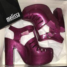 Presente do dia dos namorados, linda demais essa Melissa 😍😍😍.....#melissa #aranha7916 #melisseira #melisseirasdoinsta #melissalovers #pinkshoes #melissadesalto #shoes #plasticshoes #melissaaranha7916heel #melissaaranha7916 #melissaflygrl