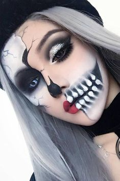 Good Absolutely Free 45 really cool skeleton makeup ideas per this Halloween . Popular 45 really cool skeleton makeup ideas for this Halloween Halloween Skeleton Makeup, Cool Skeleton, Amazing Halloween Makeup, Halloween Makeup Looks, Scary Halloween, Pretty Halloween, Halloween Party, Halloween 2018, Half Skeleton Makeup