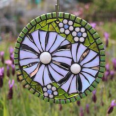 Mosaic Garden Art, Mosaic Art, Mosaic Glass, Stained Glass, Glass Art, Mosaic Crafts, Mosaic Projects, Golden Wedding Anniversary Gifts, Dragonfly Art