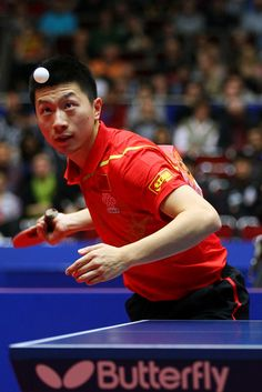Ma Long of China serves during his match against Timo Boll of Germany during the LIEBHERR table tennis team world cup 2012 championship division men's final match between China and Germany. Olympic Sports, Olympic Games, Olympic Table Tennis, World Cup 2012, Outdoor Table Tennis Table, Tennis Wallpaper, Ma Long, Table Tennis Player, Tennis Serve