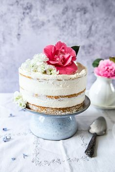 ... elderflower, lemon and summer berry cake ... #recipe #elderflowerlemoncake #dessert #sweets #cake
