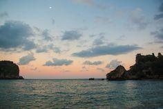 Tramonto sulla spiaggia di Isola Bella. #frankmanga per Villla Almoezia a Taormina, Sicily #villaalmoezia: Charming b&b