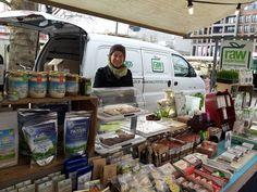 Elke vrijdag kun je op het Vredenburgplein in Utrecht terecht voor heerlijke verse en lokale producten op de biologische boerenmarkt Utrecht.