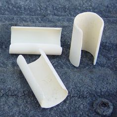 PVC Pipe clips for securing greenhouse plastic film to hoops. Homemade PVC Pipe clips for securing greenhouse plastic film to hoops Pvc Pipe Crafts, Pvc Pipe Projects, Outdoor Projects, Lathe Projects, Outdoor Crafts, Pvc Furniture, Furniture Ideas, Garden Furniture, Modern Furniture