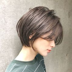 Want to change your look? Discover new people by showing off the trendy, fresh style. Become the leader in trend-setting packaging with your unique hair approach. Short Pixie Haircuts, Short Bob Hairstyles, Ponytail Hairstyles, Short Hair With Bangs, Short Hair Cuts, Short Bob Cuts, Thin Hair, Unique Hairstyles, Viking Hairstyles