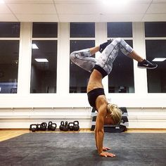 Instagram media by hannamodig - Handstand is ALWAYS a good idea!