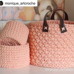 Bom dia! Linda inspiração, feito por @monique_artcroche  perfeição nos pontos! Simplesmente maravilhoso! . #Trapilho #fiosdemalha #fiodemalha #crochetaddict #handmade #handmadewithlove #totora #alfombra #shirtyarn #feitocomamor #decor #knit #knitting #rugs #croche #comprarfiodemalha #fiodemalhaemsaopaulo #fiodemalhafretegratis #kitfiodemalha #kitsfiodemalha #crochet #artecomfiosdemalha #artesanato #feitoamao #vendofiosdemalha #organizadores #fiosecologicos #quartodemenina #cestofiodemalha…
