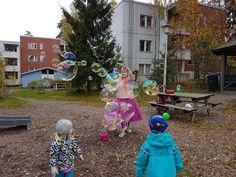 Helsinki Dragonfly birthday, family, finland, Helsinki, juhlat, party, perhe, ruffle army, saippuakuplat, soap bubbles, syntymäpäivä, taapero, toddler