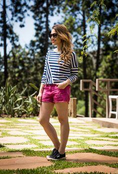 Look da Lu: listras + pink! Blusa: Zara - Short: John John - Tênis: Superga - Óculos: Illesteva