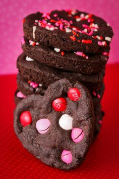 Make these delicious Valentines Day cookies in a whoopee pie pan.