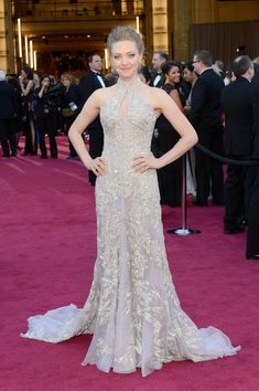 Amanda Seyfried at the 2013 Oscars wearing a lavender Alexander McQueen dress #oscars
