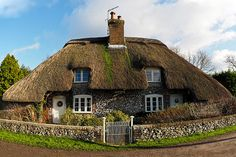 Giants Cottage, Frogmore near East Meon - circa 1680 - Hampshire thatch and flint Storybook Homes, Storybook Cottage, Thatched House, Thatched Roof, Cottages And Bungalows, Cabins And Cottages, Fairytale Cottage, Garden Cottage, Cute Cottage