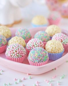 Feliz doce dia do confeiteiro ? Feliz doce dia do confeiteiro ? Cake Pops, Kreative Desserts, Cute Desserts, Ice Cream Party, Candy Party, Party Treats, Unicorn Birthday Parties, Birthday Desserts, Mermaid Birthday
