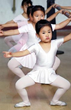 children learning ballet | Chinese children learn dancing at a ballet school in Guiyang ...