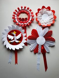 Niepodległość Paper Rosettes, Paper Flowers, Diy And Crafts, Arts And Crafts, Paper Crafts, Diy For Kids, Crafts For Kids, Star Diy, School Decorations