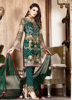 Vogue Clothing Studio - All you add is original Salwar Suits, Shalwar Kameez, Kurti, Bridal Mehndi Dresses, Wedding Dresses, Clothing Studio, Pakistani Street Style, Pakistani Designers, Pakistani Outfits