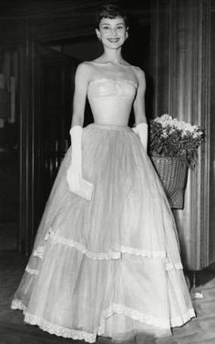 The legendary Audrey Hepburn was born on this day in She is pictured here at the BAFTA Film Awards. What's your favourite Audrey Hepburn film? Vintage Hollywood, Hollywood Glamour, Hollywood Stars, Classic Hollywood, Girly Girl, Audrey Hepburn Mode, Audrey Hepburn Wedding Dress, Estilo Lady Like, Vintage Mode