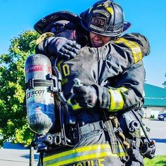FEATURED POST   @indianasmokediver - .  ___Want to be featured? _____ Use #chiefmiller in your post ... http://ift.tt/2aftxS9 . CHECK OUT! Facebook- chiefmiller1 Periscope -chief_miller Tumblr- chief-miller Twitter - chief_miller YouTube- chief miller .  #firetruck #firedepartment #fireman #firefighters #ems #kcco  #brotherhood #firefighting #paramedic #firehouse #rescue #firedept  #workingfire #feuerwehr  #brandweer #pompier #medic #ambulance #firefighter #bomberos #Feuerwehrmann  #IAFF…