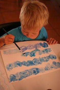 Una actividad muy sencilla que ha gustado mucho al pitufo.   Se pinta con cera blanca letras, un mensaje o un dibujo en papel blanco. Despue...