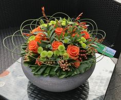 Herfstbloemstuk Modern Floral Arrangements, Floral Centerpieces, Flower Arrangements, Bouquet, Deco Floral, Flower Ball, Table Flowers, Orange Flowers, Flower Decorations