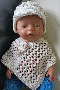 Poncho til BabyBorn Knitting Dolls Clothes, Crochet Doll Clothes, Knitted Dolls, Doll Clothes Patterns, Crochet Dolls, Baby Born Clothes, Girl Doll Clothes, Baby Shawl, American Doll Clothes