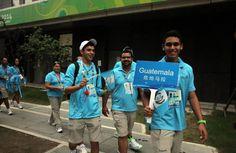 Atletas de Guatemala rumbo a la clausura!!! Muy orgullosa de mi enanito! :)