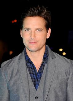 Peter Facinelli Photos - Peter Facinelli attends the Twilight Forever Fan Experience Exhibit launch at Planet Hollywood Times Square on November 2013 in New York City. - Nikki Reed at the Twilight Forever Fan Experience Dr Cullen, Hollywood Game Night, Rachael Leigh Cook, Los Angeles Film Festival, Jennie Garth, Details Magazine, Peter Facinelli, Boys And Girls Club, Comic Con
