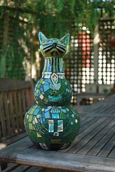 Gorgeous Green Mosaic Cat by gillm_mosaics, via Flickr