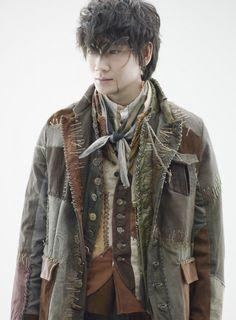 """4月よりスタートする日本テレビ系連続ドラマ『フランケンシュタインの恋』(毎週日曜後10:30)に主演する綾野剛の役衣装姿がこのほど初お披露目された。同ドラマで綾野が演じるのは人間ではなく""""怪物""""。フランケンシュタインの恋 NTV 2017.4.23~"""