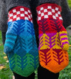:: restgarnsvanten skog :: Crochet Mittens, Mittens Pattern, Fingerless Mittens, Knitted Gloves, Knit Crochet, Fair Isle Knitting, Knitting Socks, Hand Knitting, Wrist Warmers