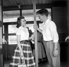 High School students flirt between classes, 1955 Long Island, New York/Eve Arnold